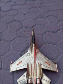 金光闪闪的飞机模型,年代1949到1990,照片感觉没有实物漂亮,手头很重,包真包老,售出不退。