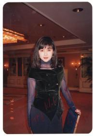 华人传奇影星 女神 关之琳 1992年早期亲笔签名私人照 稀有