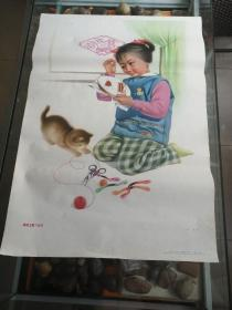 文革时期年画,我绣卫星飞北京(朱岩作)1979年。小孩和小猫