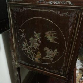 清或民国精品家具茶柜一件。119厘米,95厘米40厘米。螺钿精饰,古色古香,美轮美奂。触手细滑。
