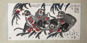 李燕(李苦禅之子)精品猴子136x66cm           李燕 1943年生于北京。画家。清华大学美术学院教授,中国美术家协会会员,齐白石艺术研究会副会长,李苦禅纪念馆、艺术馆副馆长,中央文史馆馆员,九三学社中央书画院副院长,中国周易学会副会长。艺术大师李苦禅之子。