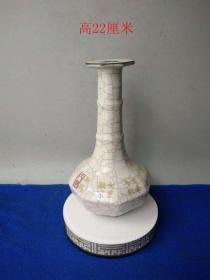 少見宋代官窯冰種開片瓷瓶