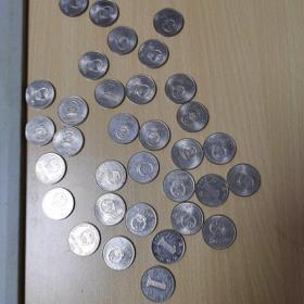 国徽版1元硬币30个,99年菊花1元3个,合计33个,原光流通好品