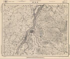 民国二十七年(1938年)《新干县老地图》图题为《新干县》(原图高清复制)(民国吉安新干老地图、新干县地图、新干地图)参谋本部陆地测量部测绘军(用)地形图,绘制标注十分详细,比列尺五万分之一,此图种非常少。村庄、道路、寺庙、山体登高、河流绘制详细,新干县地理地名历史变迁重要史料。裱框后,风貌佳。