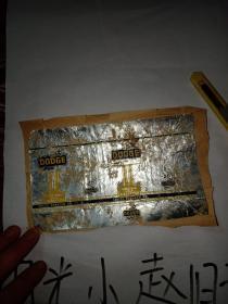 DODGE香烟(品相如图所示粘在一张纸上)这个品相差。