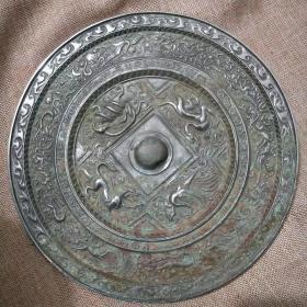 大白光朱雀玄武铜镜,皮壳包浆一流,雕刻生动,品相一流,