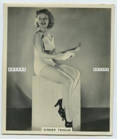 民国时期外国电影女明星银盐老照片三张,尺寸均为7.9X6.7厘米,泛银B