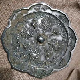 大白光八角铜镜,皮壳包浆一流..雕刻生动品.相.一流,..