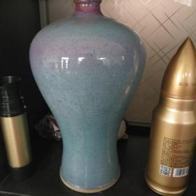 姿态端装的五斤装均瓷大酒瓶