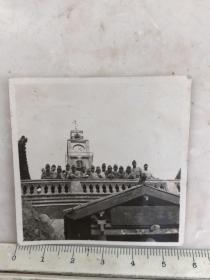 民国抗战时期山西太原梅山钟楼前的日本鬼子合影老照片