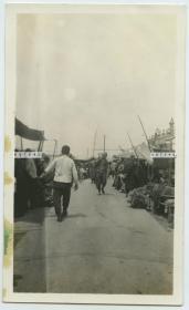 民国中国北方街道集市老照片,烟台或威海卫或青岛?