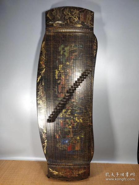 古代樂器描金漆器古箏,做工精細牛毛紋清晰,尺寸長120.寬42cm.高15cm。