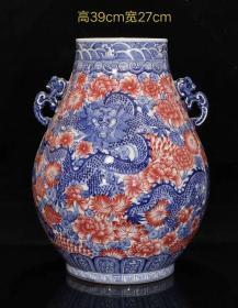 大清乾隆年制·官窑贡瓷·精工手绘满工青花釉里红龙纹贯耳尊。