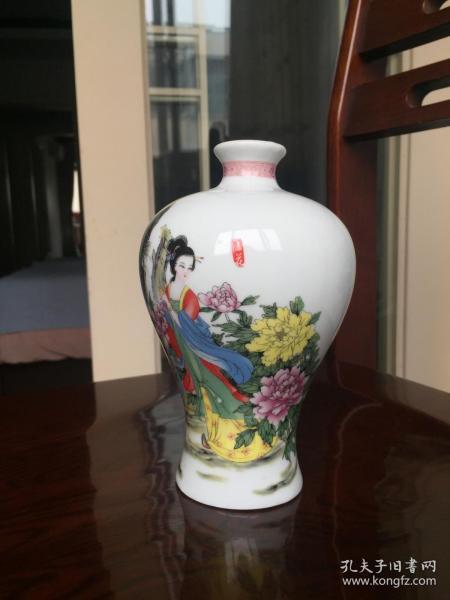 JP-61A杜康酒:四大美女贵妃醉酒---酒瓶。