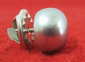 灰色珍珠裝飾釘扣一個