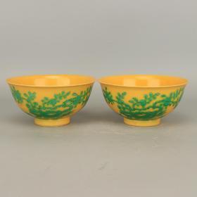 大清黄地素三彩寿桃纹瓷碗一对