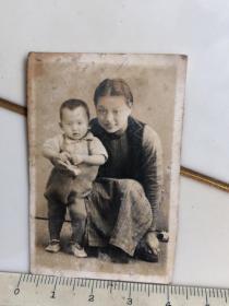 民国时期母子合影老照片