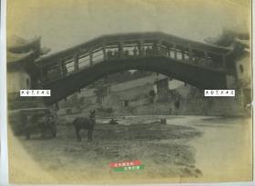 """民国时期甘肃兰州城西握桥又名卧桥,旧时有八景之一就是""""虹桥春涨"""",是指雷坛河握桥的美丽景观,1952年被拆除。老照片,泛银。28.3X21.6厘米"""