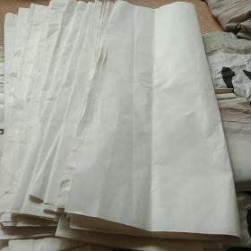 红星牌宣纸,一捆,是我在十多年前购藏一书法家书法时,从书法作品多余的部分裁下来的,因为是好宣纸,舍不得丢弃,小心裁下,用其它纸包好,保存下来。看图,实拍。后面带字的书法既是此种纸的书写效果,我就是从这些作品上裁下来的,书法作者是马宝亮,书协会员,买这些宣纸,即赠送马宝亮书法2张,书协会员李皓书法1张,随机挑选保真。这是真正的红星宣纸,在我手里保存已经10多年,不是那种假的东西。请看后面书写效果的字