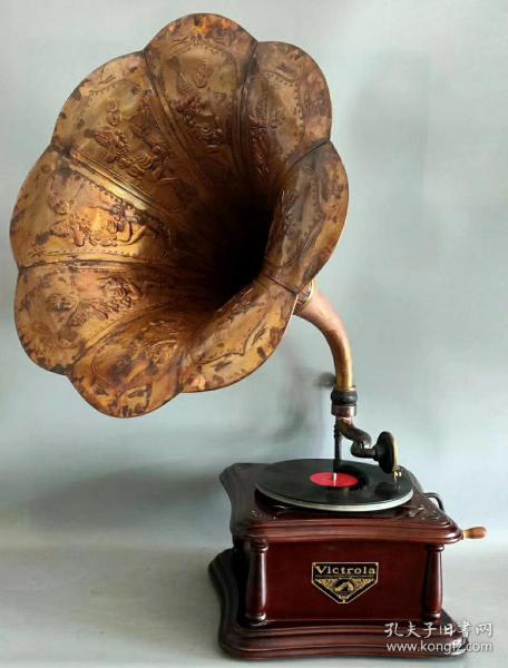 民國時期,美國勝利牌紫銅大喇叭手搖留聲機,保存完整,聲音洪亮,正常使用,全品,適合收藏。