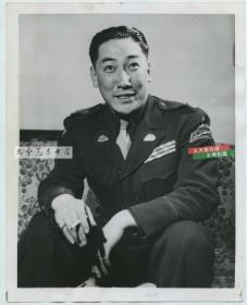 1953年蒋介石次子蒋纬国将军戎装肖像照片一张