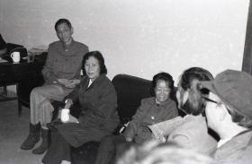 【超珍罕 珍贵的影像资料】廖静文 女士 七八十年代 访问南京师范大学美术系时 35毫米 黑白 胶卷 一卷(39张)附扫描后 6寸 照片一套