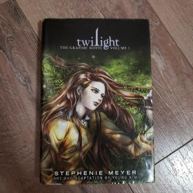 Twilight: The Graphic Novel, Vol. 1 by Stephenie Meyer and Young Kim 《暮色》漫画