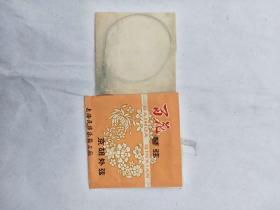 上海民族樂器三廠,百花牌京胡外弦。原包裝沒使用。