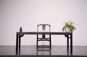 榉木画案 制式简洁大气 做工讲究, 皮壳温润 适合会馆 ,书房摆放。      尺寸、高78宽80长180 带椅子!特价  出售!
