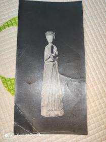 老照片:民国•北大博物馆[陶俑]照片一张(15cm×7cm)背面有中英文戳记