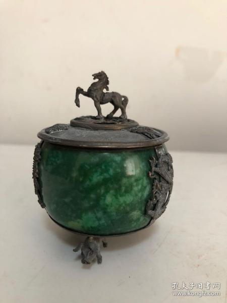 《碧玉鑲嵌錫馬三足造型香爐》