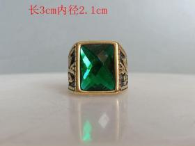 乡下收的镶嵌绿宝石戒指