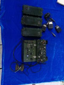 老电台XD—D2B型单边带15瓦电台/FD—50—1型单边带功率放大器/耳机/手持话筒三个/电池三个合售