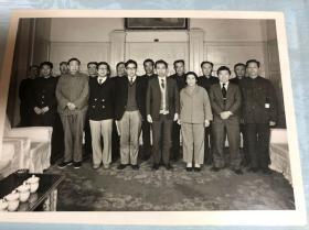 1981年5月,日本流通研究大学教授访华团到哈尔滨商学院进行学术交流照片共七张(买家自鉴,售后不退)