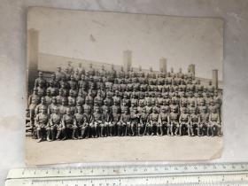 民国抗战时期满蒙地区建筑前日本鬼子大合影老照片