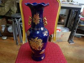 双耳鱼型大瓷瓶