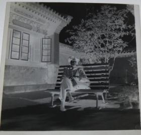 【老底片】(44316)长椅上的女士