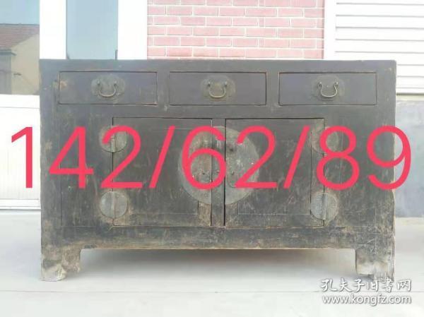 清中期楠木佛柜,全品,尺寸長142cm 寬62cm,高89cm。