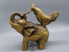 古玩铜器收藏,铜鸡和铜象,象同(祥)、鸡同(吉) 寓意为吉祥,另有如意,寓意吉祥如意,形制端正,工艺精湛,栩栩如生!