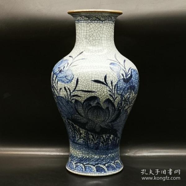 清官窑青花荷花纹鱼尾瓶