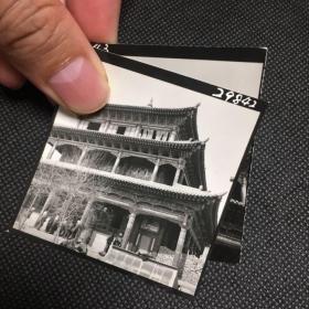 【系列照片】早期宁夏西宁大佛寺专业摄影2张合售,可见寺内人群。老照片影像清晰、颇为少见难得
