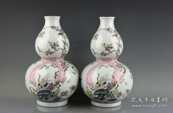 清乾隆珐琅彩描金寿桃仙鹤纹飘带葫芦瓶