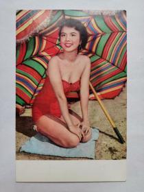 民国美女,钟情,照片一张,1933年6月12日出生于湖南长沙湘乡人,原名张玲麟,因为母亲姓钟,便取艺名为钟情,是一位香港女演员兼画家。