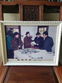 """1998年童汉芳摄影""""诗人曾卓和书画家汤文选,陈立言在武昌东湖梅园"""",带原框,品好包快递。"""