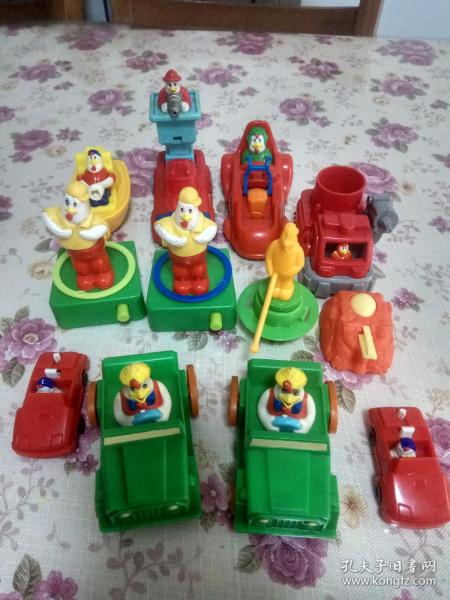 一堆肯德基奇奇玩具