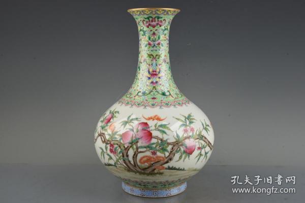 清乾隆珐琅彩福寿桃纹花瓶