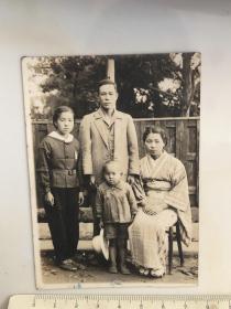 1946年日本家庭四口之家家庭合影老照片