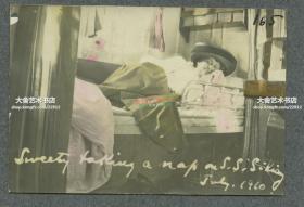 清代1910年7月坐S.S.Sikiang西江号轮船的铺位上的外国妇女老照片,轮船开往山东烟台