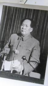 估计70年代的,8寸黑白新闻展览照片《伟大领袖毛主席永远活在我们心中》毛主席系列35    原物照相