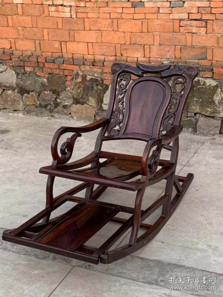 民國時期大戶人家用的.老紅木.大紅酸枝(交趾黃檀)雕花搖椅一個.做工精細.用料大氣.包漿渾厚.品相一流